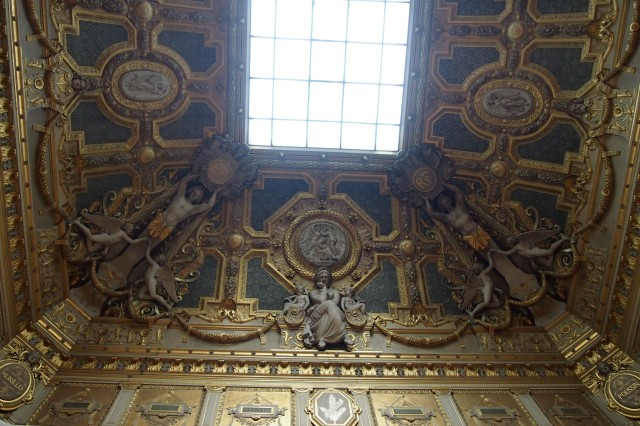 Don't forget to look up; even the ceiling of the Louvre was not spared. It is gorgeous!